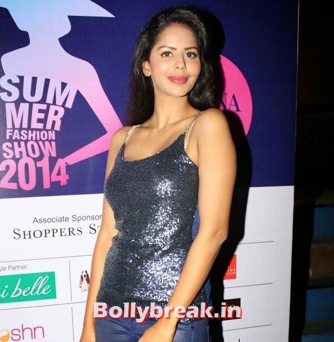Bhairavi Goswami, Yuvika, Divya at Femina Festive Showcase 2014 Fashion Show