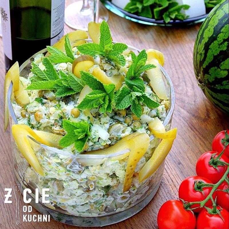 salatka ziemniaczana, salatka do grilla, ziemniaki, mlode ziemniaki, ogorki malosolne, sezonowe przepisy, lipiec, lipiec wkuchni, warzywa sezonowe lipiec, lipiec owoce sezonowe lipiec, lipiec warzywa sezonwe, sezonowa kuchnia, sezonowosc, zycie od kuchni, lipiec zestawienie przepisow