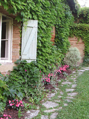 France: Country Pathway l LadyD Books