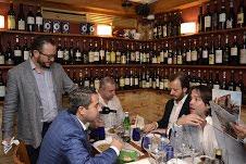 Los invitados se preparan para catar los vinos Solengo, de la Casa Argiano