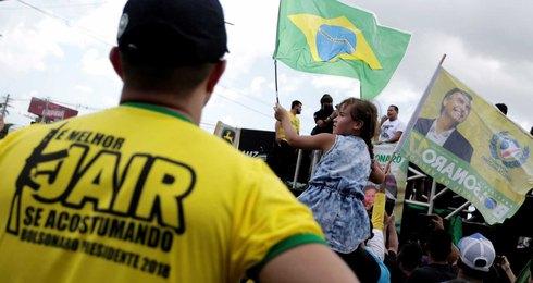 Ato a favor de Bolsonaro em PE compara mulheres de esquerda a cadelas; assista