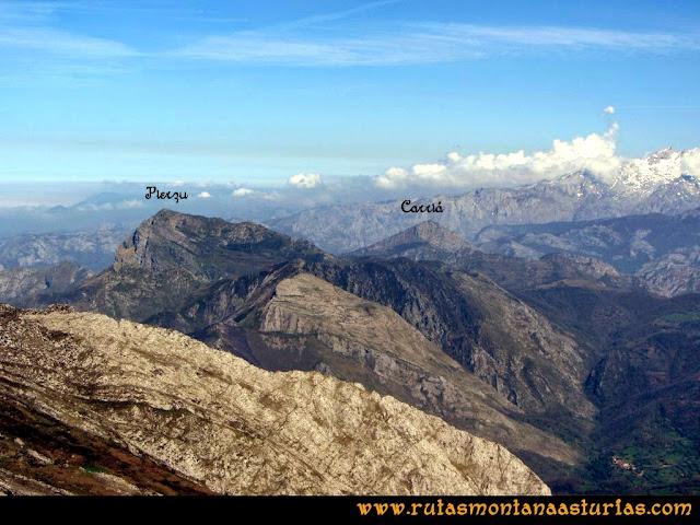 Ruta al Campigüeños y Carasca: Vista del Pierzu y Carriá