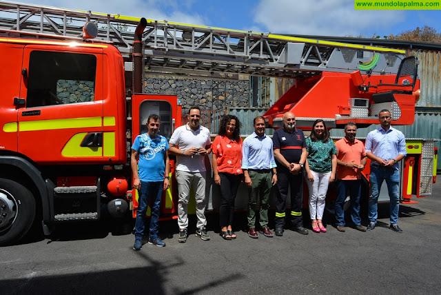 Presentado el nuevo camión escala de los Bomberos de La Palma
