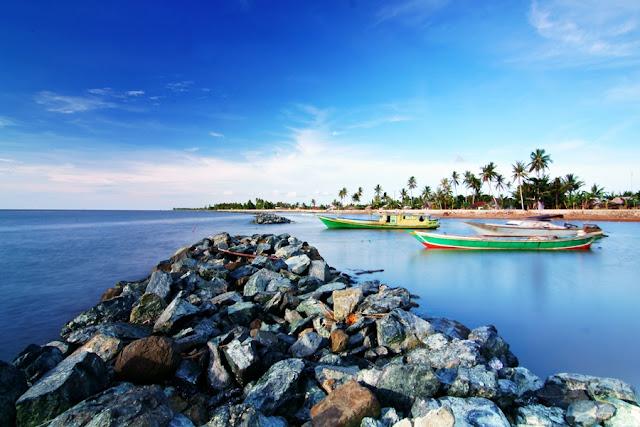 http://www.wisatakalimantan.com/2016/07/pantai-takisung-objek-wisata-populer-di-kalimantan.html