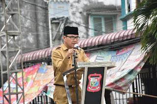 Kepala Dinas Perdagangan Dan Perindustrian Tanjungbalai saat Memberikan kata sambutan pada pembukaan ramadan fair di kota tanjungblai