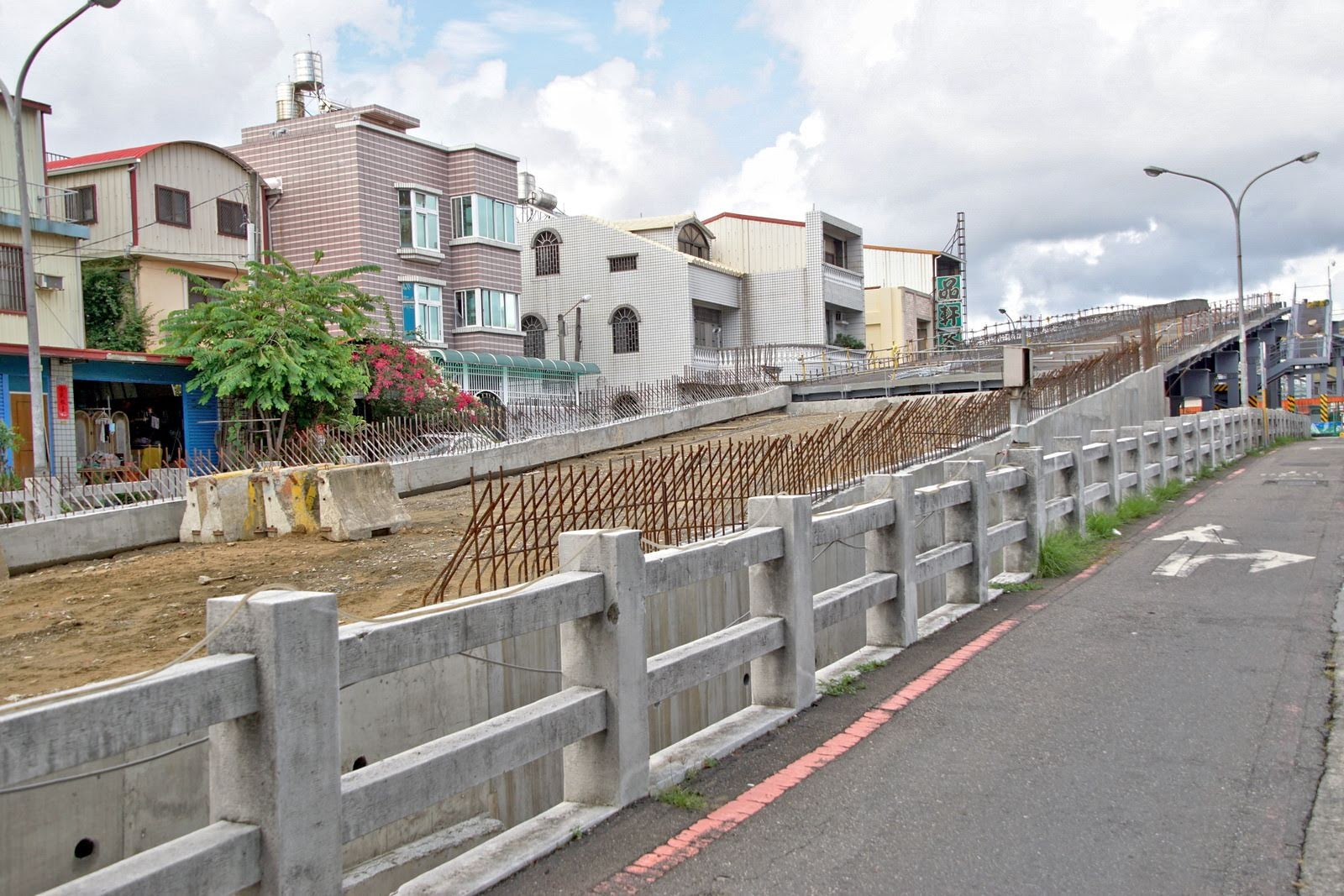 長榮地下道新建鋼便橋預估10月完工通車|只開放8.5噸以下車輛與機慢車通行