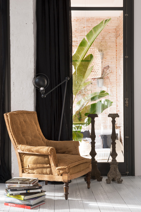 butaca vintage muebles recuperados piezas unicas portavelas madera decoracion nordica estilo nordico industrial suelo blanco pintar suelo madera