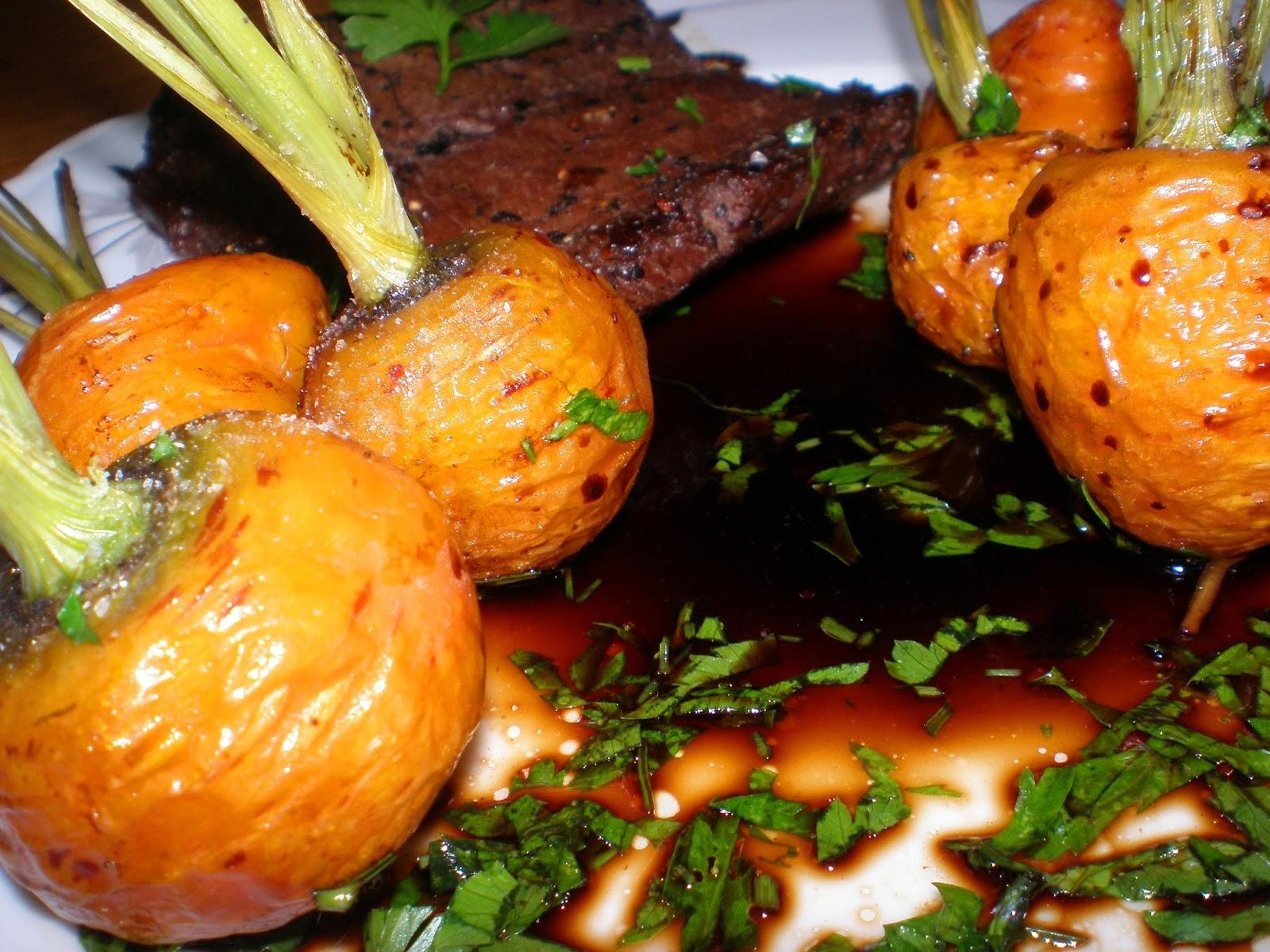 Friptură și morcovi la cuptor