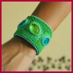 Brazalete bordado