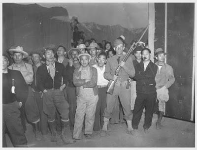 Clem Albers, While military police stand guard, this detachment watches arrival of evacuees at Manzanar War Relocation Authority center, April 2, 1942 Courtesy The Bancroft Library