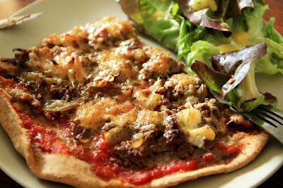 pizza fromage saine healthy boeuf salade