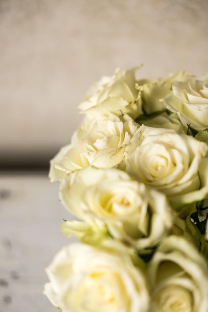 www.fim.works | Lifestyle Blog | Floristik, Dekoideen mit weißen Rosen, romantische Rosenbilder, romantisch dekorierte Rosen