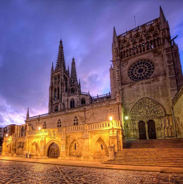 Burgos: entrada lateral.