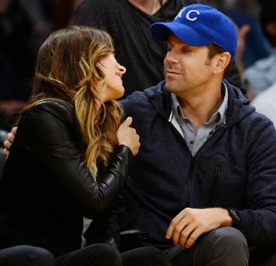 Olivia Wilde and Jason Sudeikis a basketball game