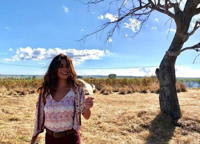 Protagonista de 'A Dona do Pedaço', Juliana Paes se diverte nos bastidores — Foto: Raphaela Leite