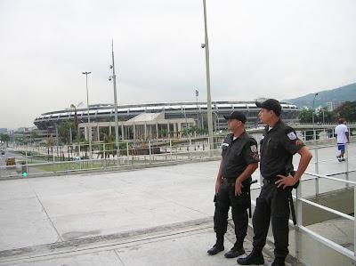 Seguridad en Estadio de Maracanã, Rio de Janeiro, Brasil, La vuelta al mundo de Asun y Ricardo, round the world, mundoporlibre.com