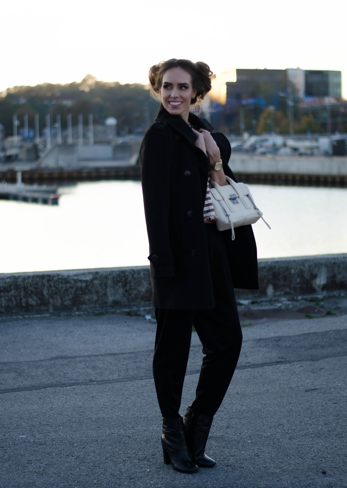 all black fall outfit peacoat