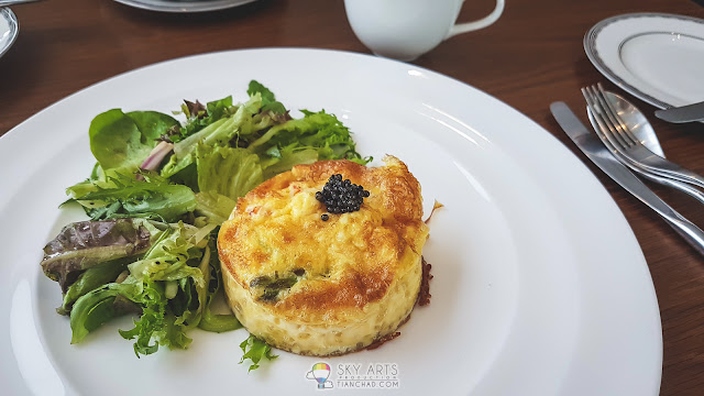 Omelette with lobster meat, asparagus and caviar as topping  龙虾芦笋煎蛋卷加鱼子酱