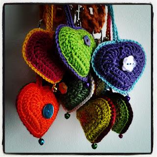 Idea regalo: un cuore colorato ad uncinetto