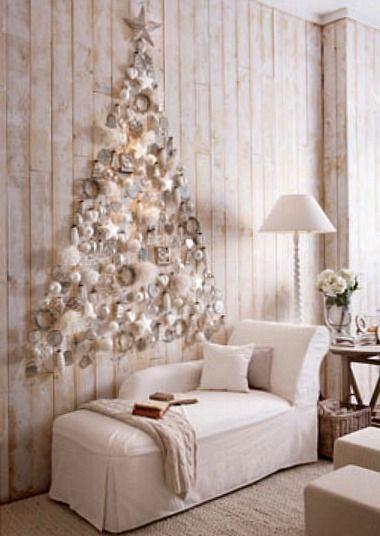 Árvores de natal criativa  com efeites colados diretamente na parede