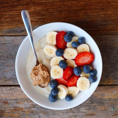 Breakfast Oatmeal Bowl with Strawberries, Blueberries and Banana
