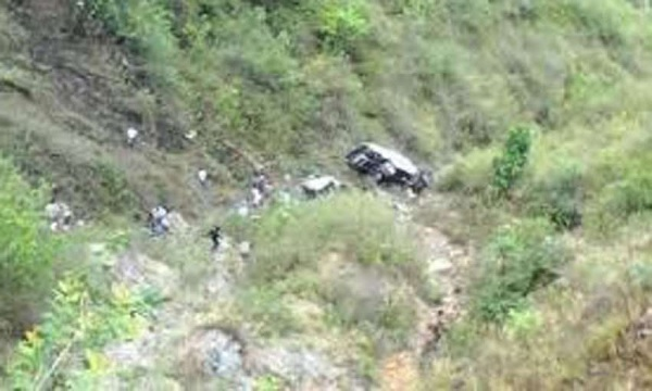 Car with three persons inside fell in the abyss in Tirana