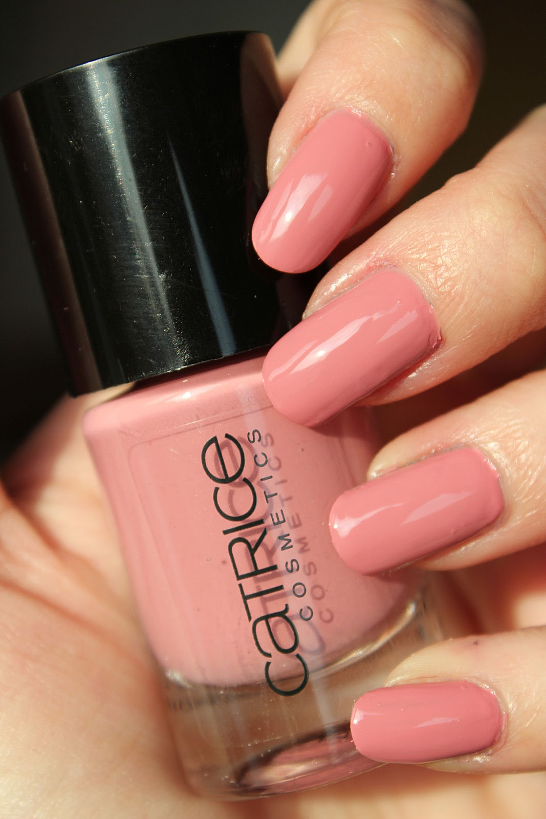 http://lacquediction.blogspot.de/2014/04/catrice-ultimate-nail-lacquer-57-karl.html