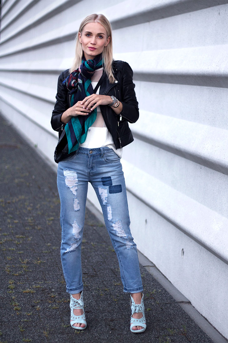 Fashion Attacks outfit ootd The blue ripped jeans Loavies