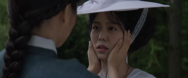 Hodeko et Sookee dans Mademoiselle Agassi women Handmaiden Park Chan-Wook