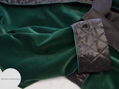 luxus morgenmantel elegant dunkel grün waldgrün edler hausmantel lang gefüttert hausrock morgenrock