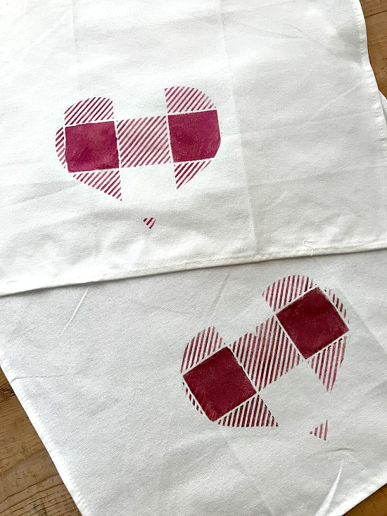 DIY Buffalo Check Heart Valentine Towels. Homeroad.net