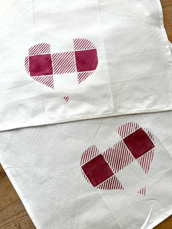 DIY Buffalo Check Heart Valentine Towels. Homeroad.net