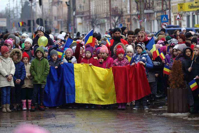 """Centenarul Unirii Basarabiei cu România, celebrat la Vatra Dornei la inițiativa Liceului Teoretic """"Ion Luca"""" - VIDEO"""