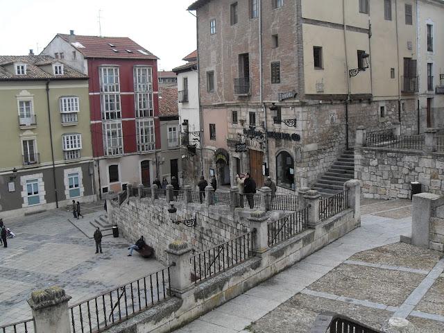 Plaza frente a la catedral de Burgos