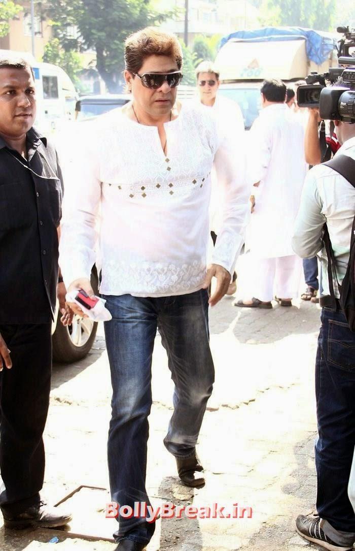 Firoz Khan, Celebs Visit Ravi Chopra's Funeral