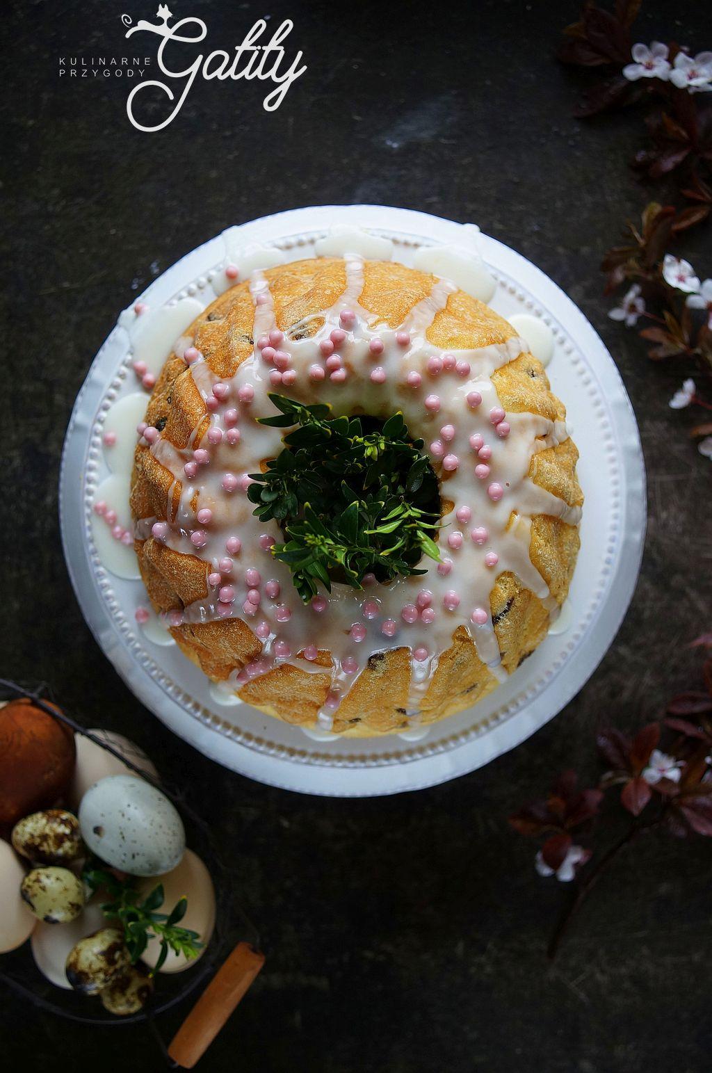 drozdzowe-ciasto-z-rozowa-posypka
