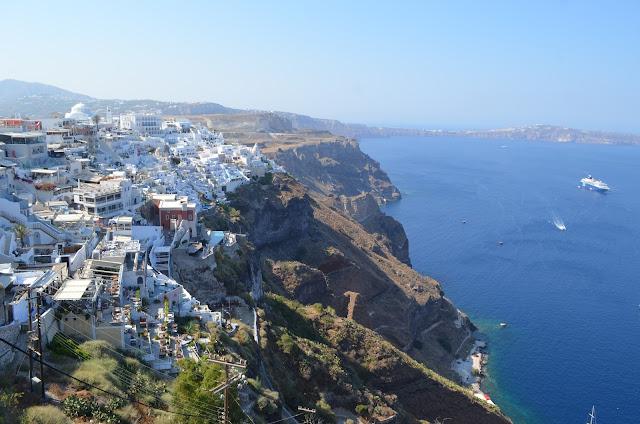 Cidade de Fira na Ilha de Santorini