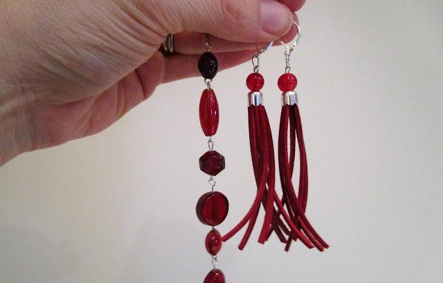 punaiset nahkakorvikset, punainen helmikoru, diy
