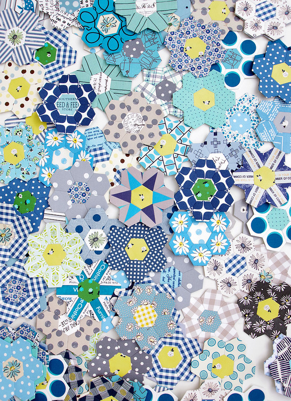 B is for Blues ~ A Hexagon Quilt  | © Red Pepper Quilts 2018 #englishpaperpiecing #hexagonquilt