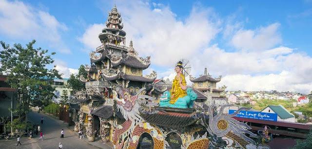 Địa điểm Check in Đà Lạt: Chùa Linh Phước