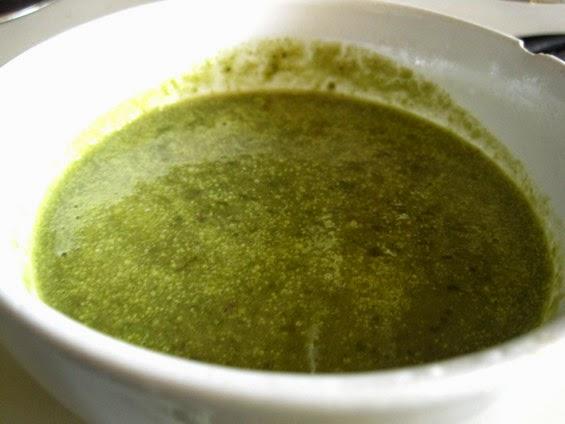 vegan montr al soupe l 39 oseille et au chou vert fris. Black Bedroom Furniture Sets. Home Design Ideas