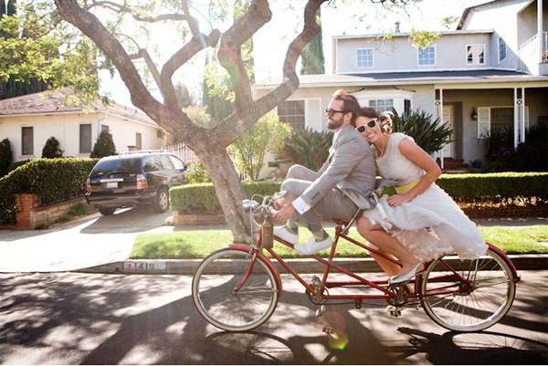 Bicicleta como alternativa al coche de novios - Foto: www.intimateweddings.com