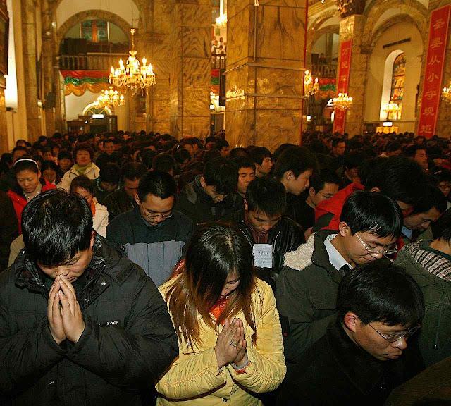 China: as igrejas lotam desafiando a perseguição socialista e os cristãos são mais numerosos que os membros do Partido Comunista