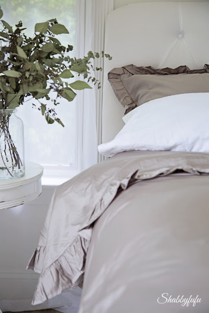 shabby chic style bedroom