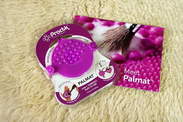 Practk Brush Cleaning palmat, Practk, Sigma Beauty, Makeup, Beauty product, Brush cleaning made easy, Beauty blog, makeup blog, Product review, Top Beauty Blog, red alice rao, redalicerao