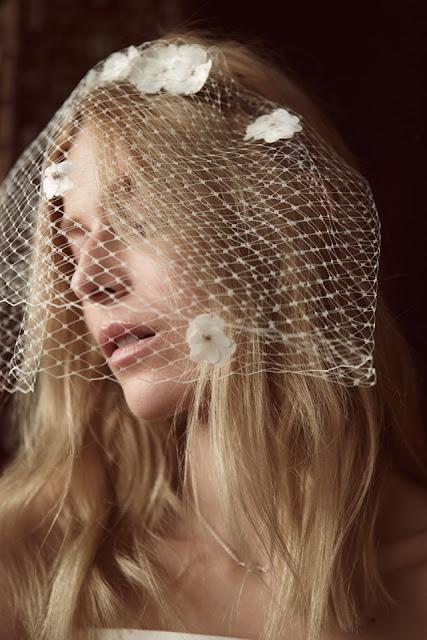 Woalka na ślub ozdobiona kwiatami 3D od BIZUU.