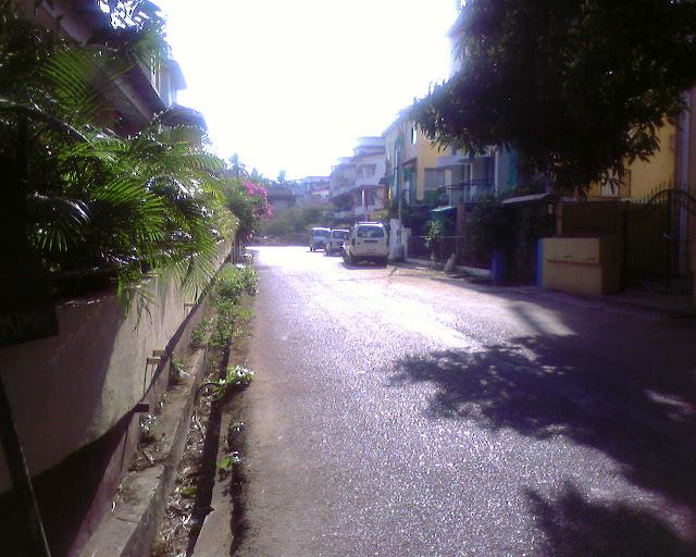 улица рядом с отелем Мирамар