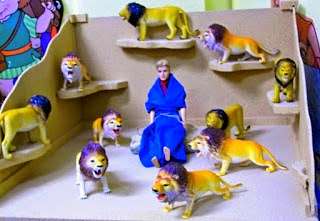 http://www.biblefunforkids.com/2014/05/daniel-writing-on-wall-lions-den.html