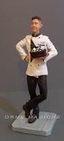 statuette personalizzate ritratto realistico modellino cuoco con torta milano orme magiche