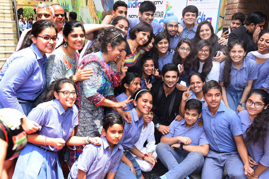 Sushant Singh Rajput visited at Modern School for Behtar India Student Conclave
